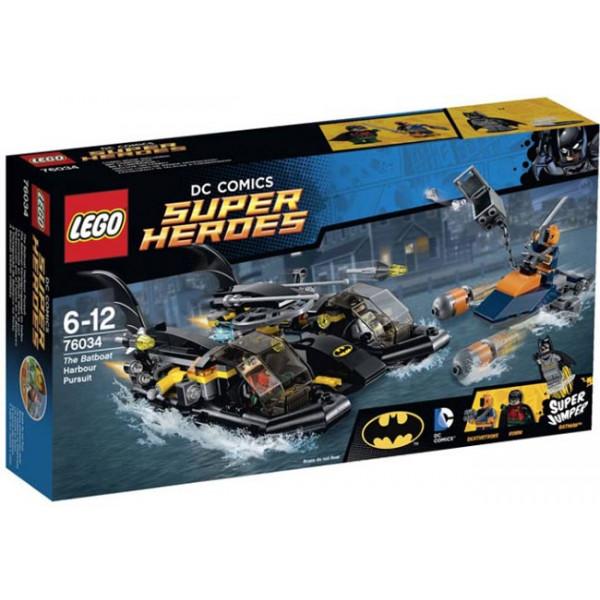 Inseguimento nel porto con il Bat-scafo